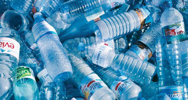 """""""Ogni italiano ha sulle spalle il consumo di 58 litri d'acqua al giorno per produrre plastica e non lo sa. Proponiamo un modello alternativo: meno plastica e più acqua per realizzare materiali a base vegetale"""""""