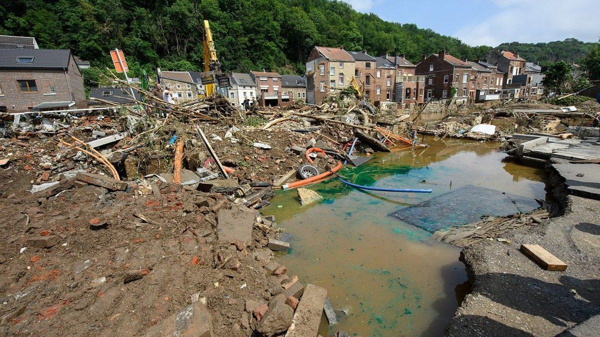 """""""Alluvioni in Nord Europa: per contrastare tali eventi tragici abbiamo appena avviato 300 cantieri per la messa in sicurezza dei corsi d'acqua minori. Oltre 4.000 in 7 anni"""""""
