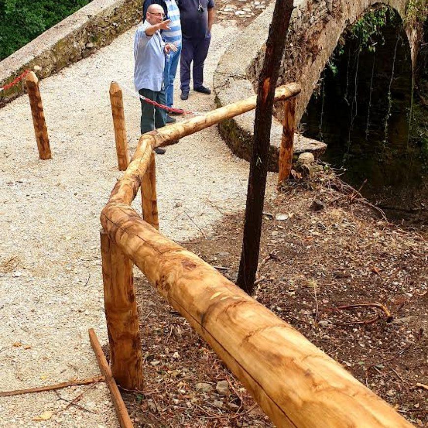 Il Consorzio di Bonifica libera dal verde un ponte romano sull'Aso